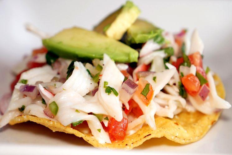 етний рецепт салат с крабовыми палочками, огурцом и помидорами