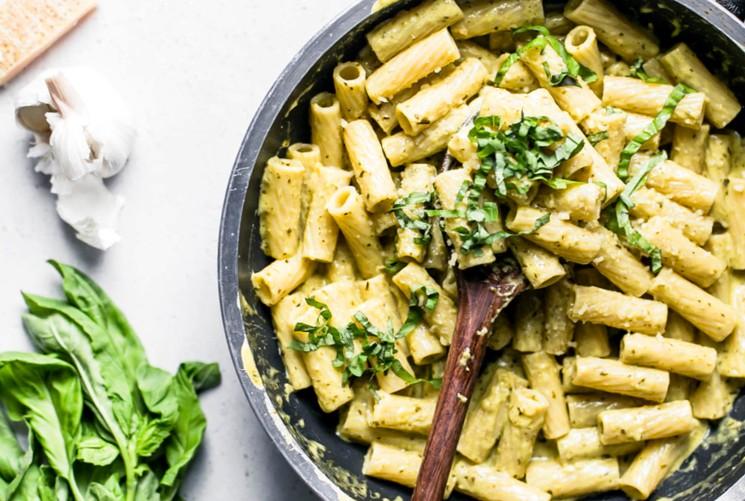 Сливочный соус с зеленью и сыром