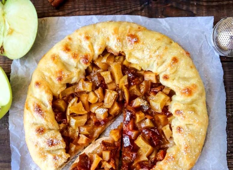 пошаговый рецепт слоек со сливами и яблоками