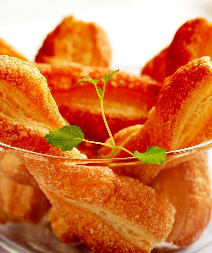 Слоеное тесто на кефире и рецепт печенья