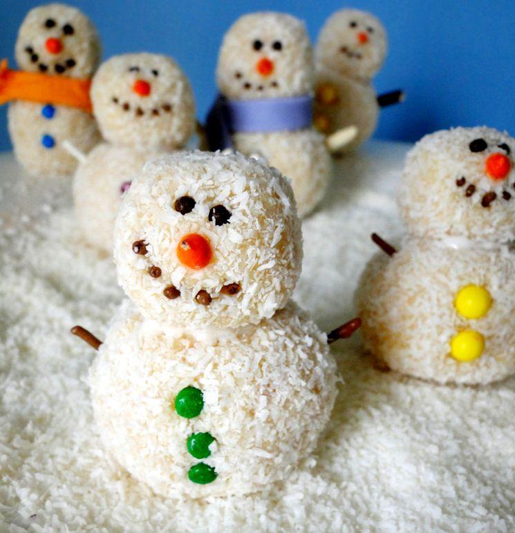 Десерты - снеговики из белых трюфелей