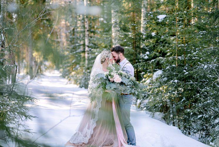 Сказочная свадьба в зимнем лесу