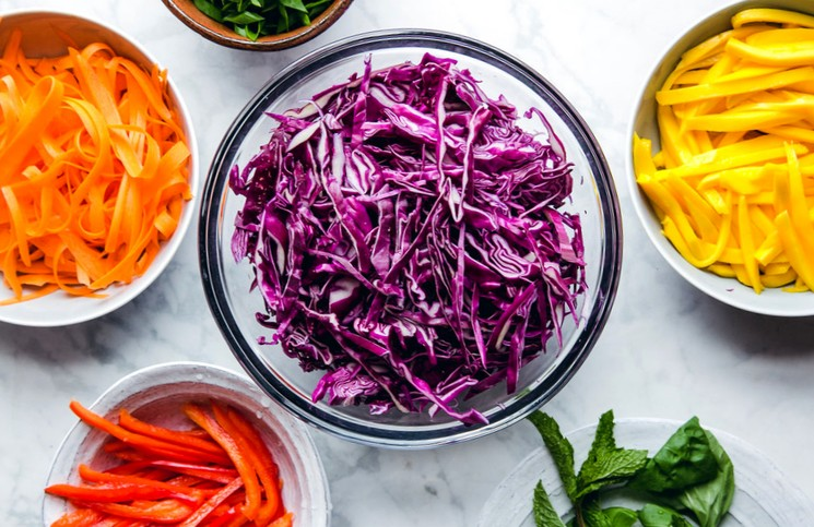 Витаминный салат из свежей капусты