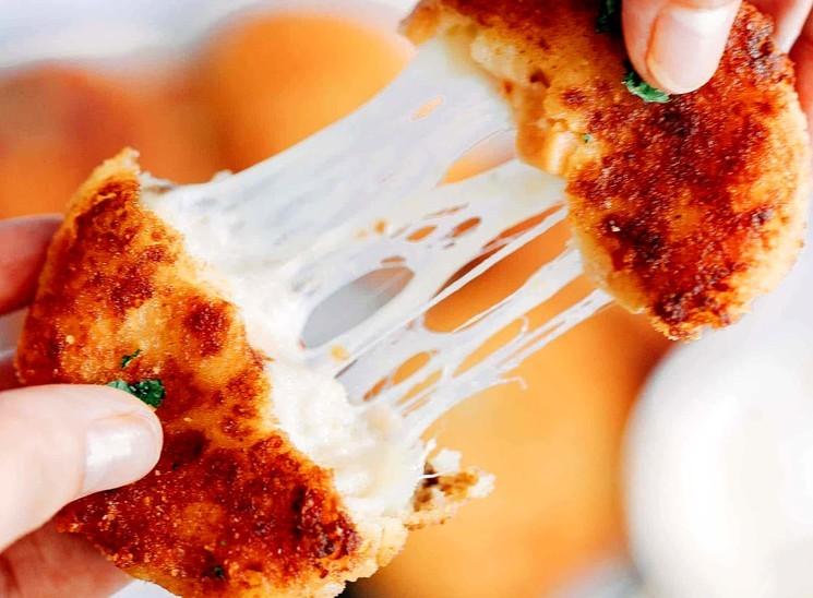 Вкусные котлеты из остатков пюре с ветчиной и сыром - рецепт