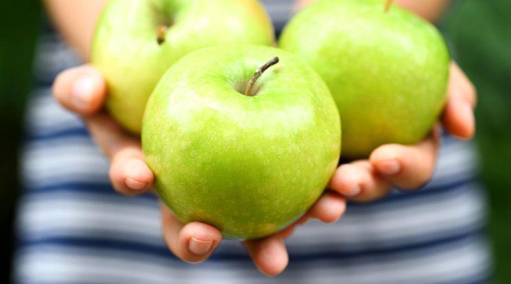 Чем может навредить яблоко
