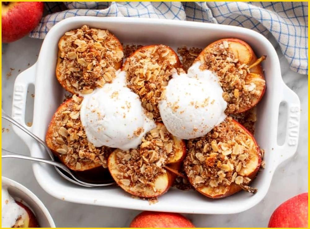 Запечённые яблоки с начинкой и карамелью - рецепт десерта